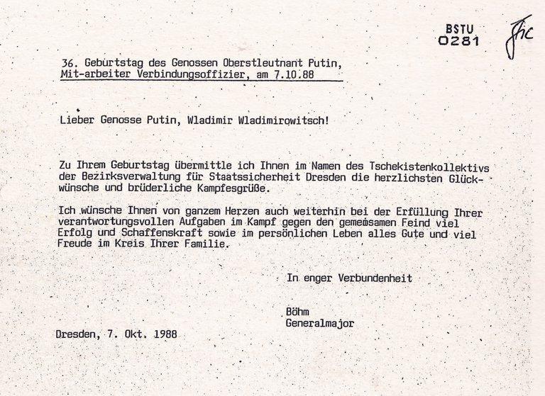 """Einen Geburtstagsgruss des Zwei-Sterne Stasigenerals Böhm an Genosse Putin zu dessen 36. Geburtstag am 7.10.88. Der Stasigeneral wünscht Putin """"im Kampf gegen den gemeinsamen Feind viel Erfolg""""."""