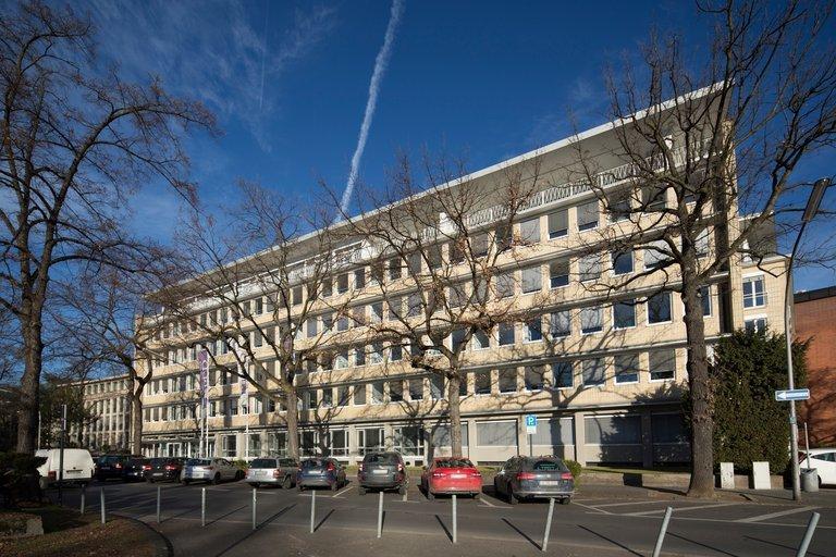 Ein sechstöckiges Bürogebäude in Köln