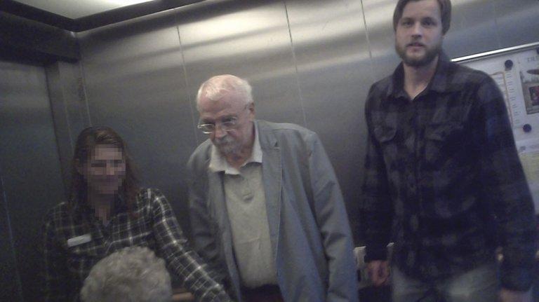 Bremen Schomers und Wermter mit 87b Kraft im Aufzug.jpg