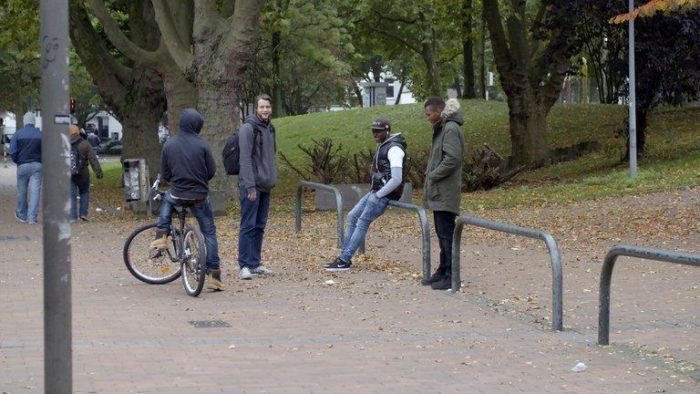 junge Flüchtlinge aus Guinea im Keuning-Park in der Dortmunder Nordstadt