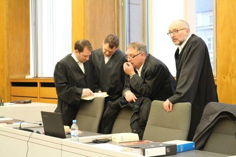 6. verhandlungstag stadtmanns verteidiger beraten sich.jpg