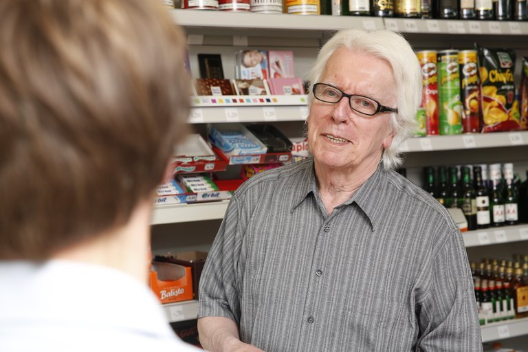 Werner Tischer in seinem Kiosk in Lünen