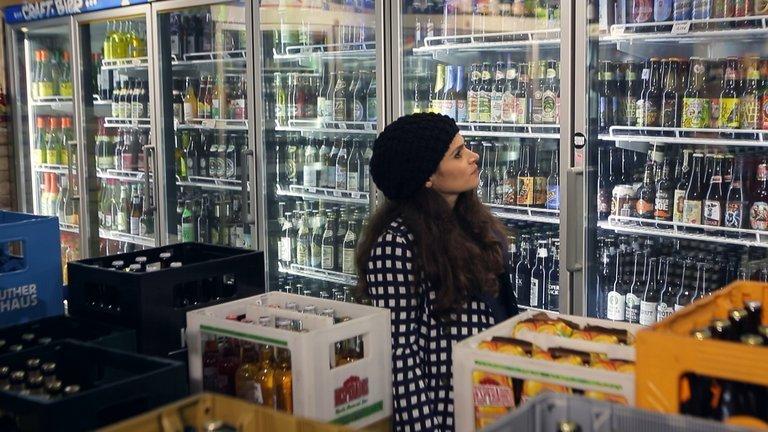 ZDF_zoom_Alkohol_Kiosk.jpg