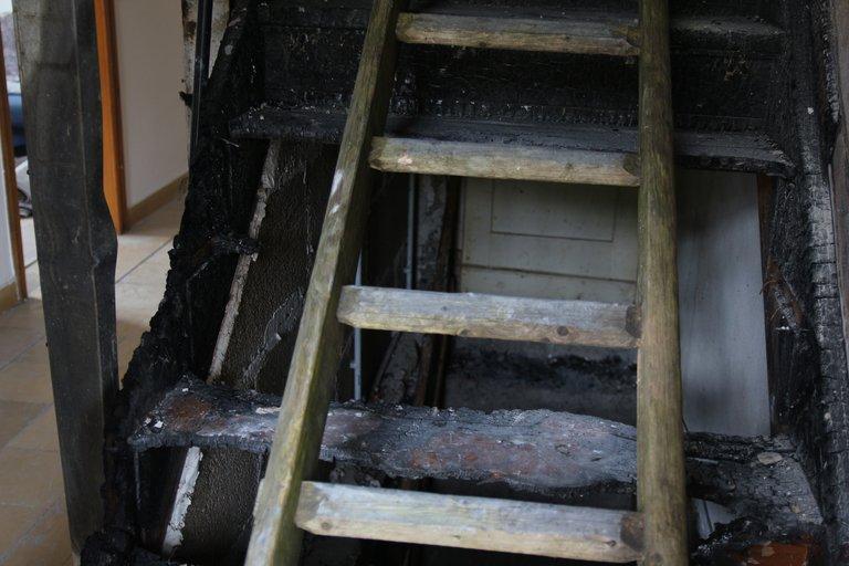 verkohlte Treppenstufen