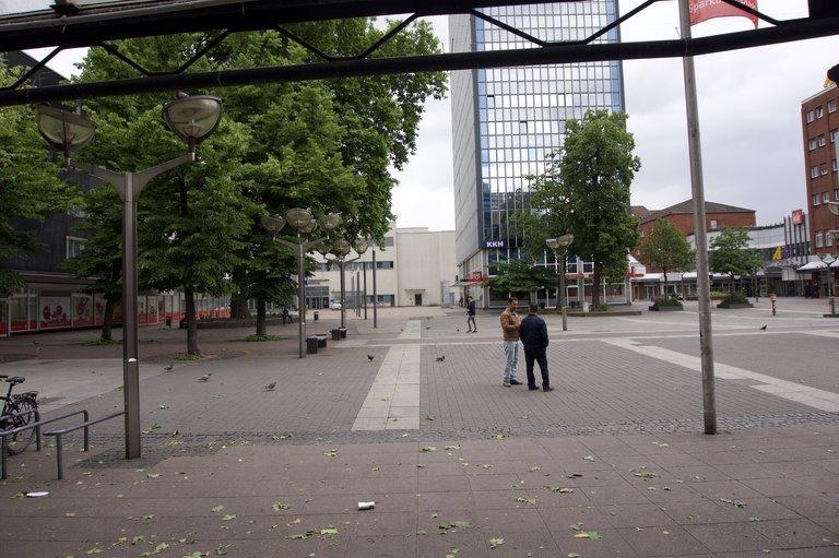 Leben sieht anders aus. Die Königstraße ist Duisburgs zentrale Fußgängerzone. Der Architekt Walter Brune will sie wiederbeleben.