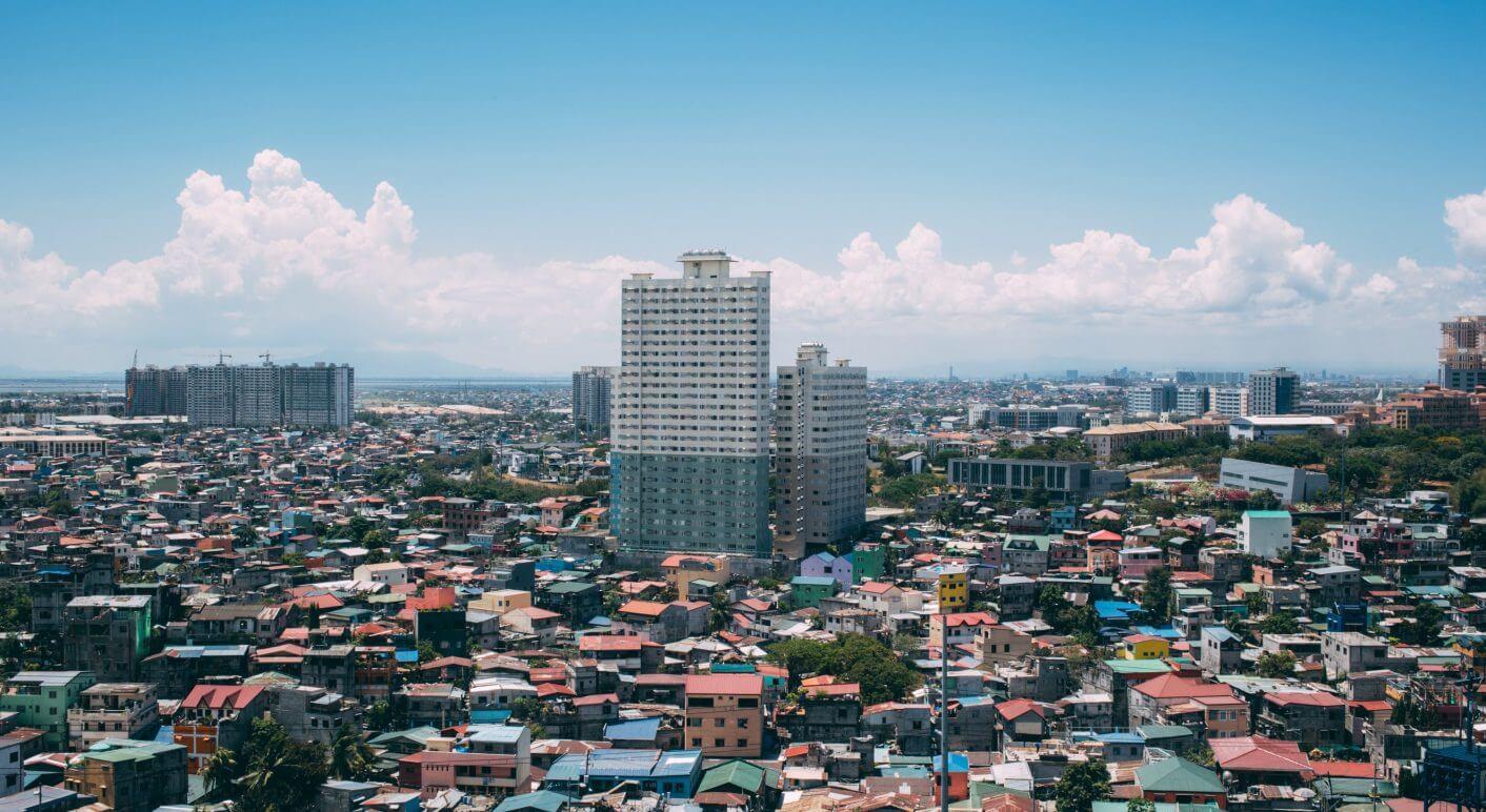 In Manila erheben sich Hochhäuser aus den Slums - und steigt beständig das Wasser.