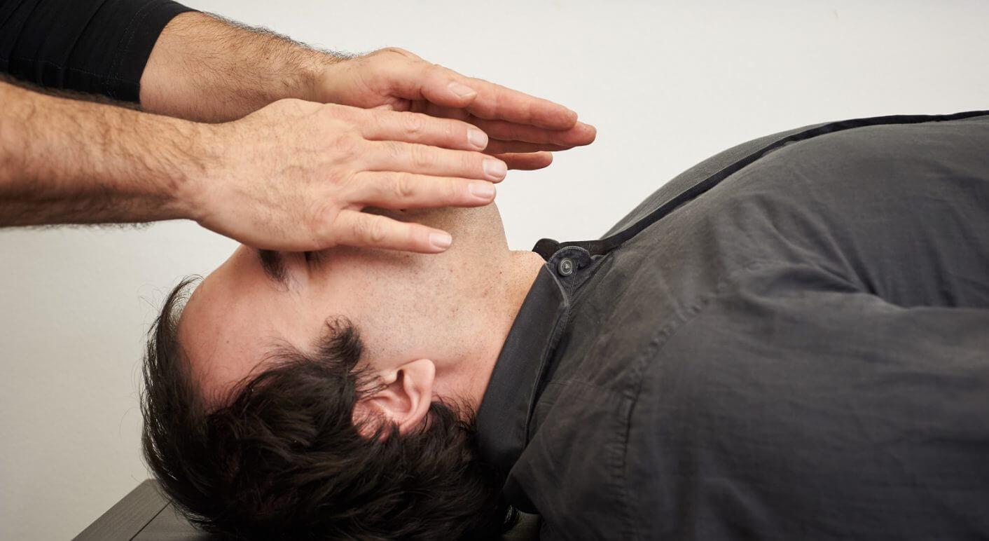 """Den Krebs durch Handauflegen besiegen – mit Hilfe einer """"Geistheilung"""""""