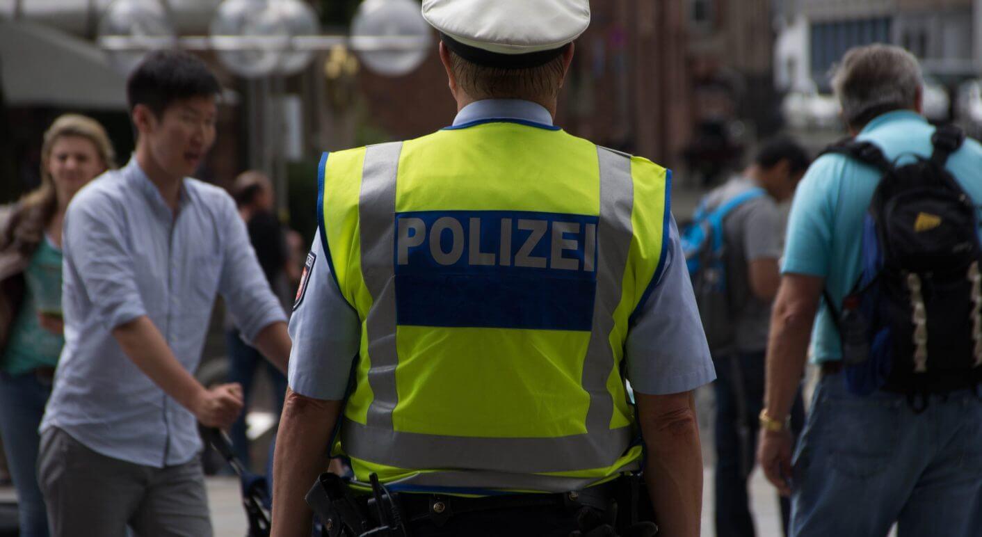 Nein Berliner Polizei Kontrolliert Nicht Nur Deutsche