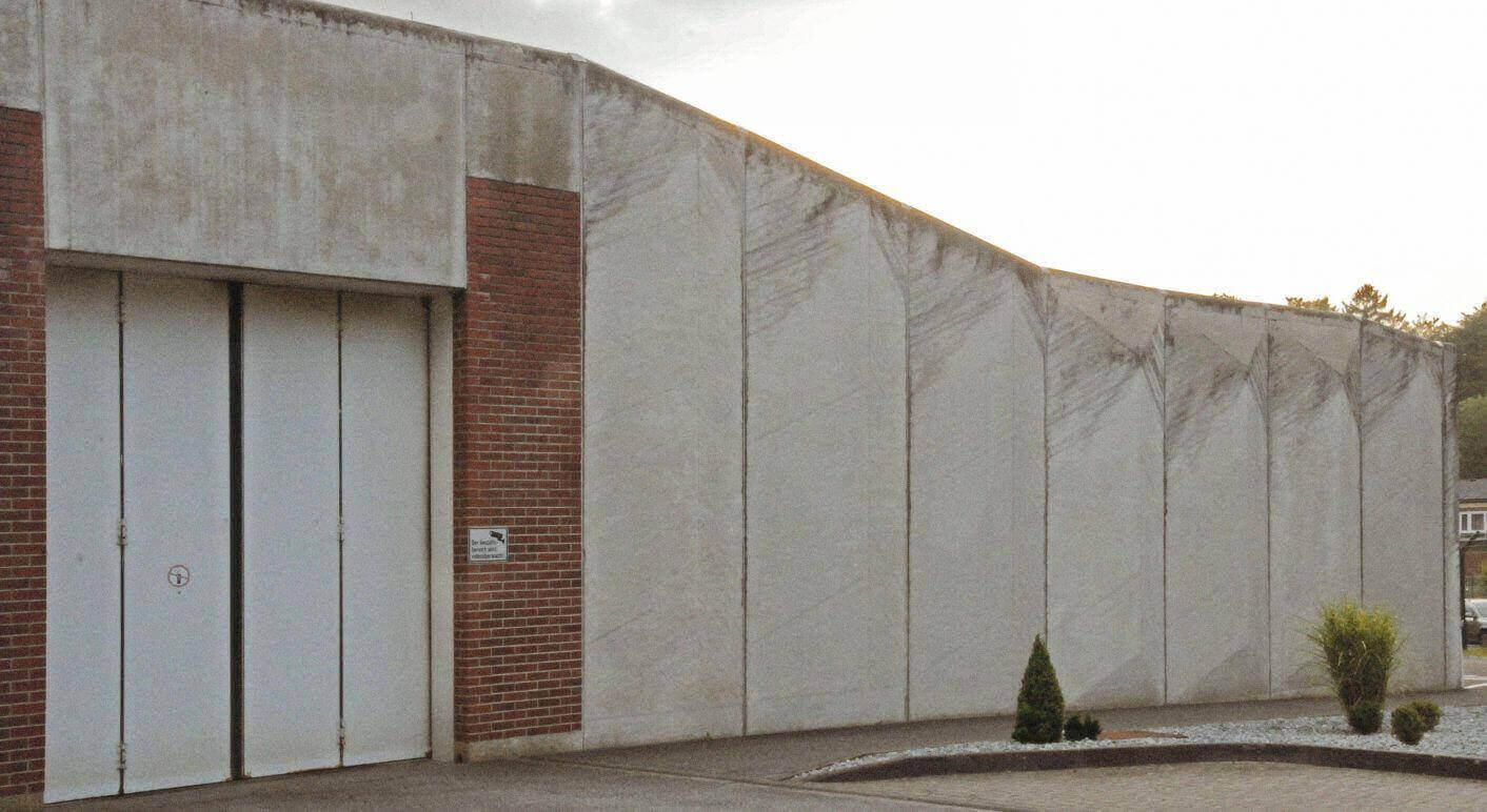 Eingangstor zum Abschiebegefängnis in Büren