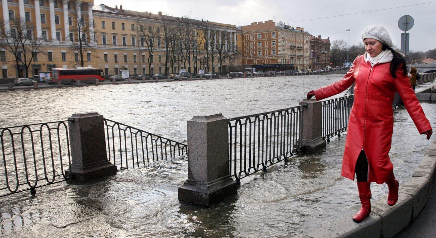 St. Petersburg: Balanceakt vor historischer Kulisse