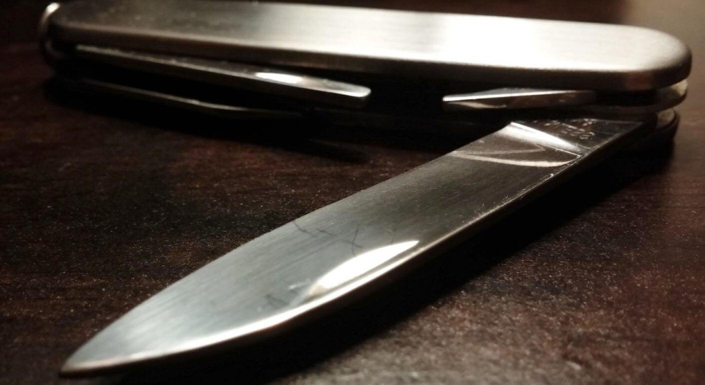 Mit einem Messer kann man verschiedene Straftaten begehen: Mord, Totschlag, Sachbeschädigung, Körperverletzung.