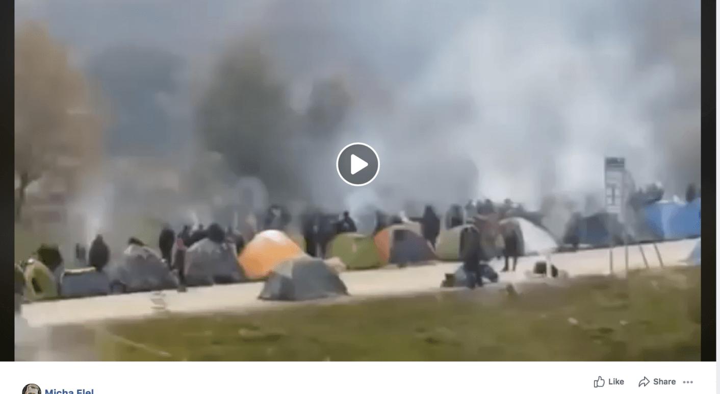 Das Video des Users Micha Elel zeigt mehrere Menschen, die an Polizisten vorbei über die Grenze rennen. Screenshot: CORRECTIV