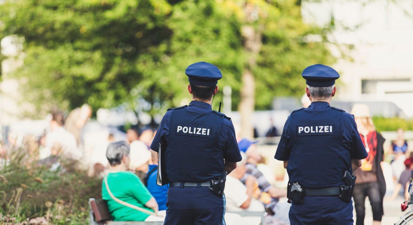 Polizisten datieren Opfer