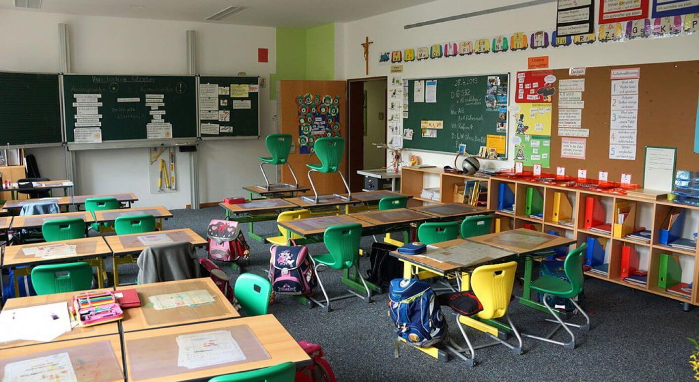 1024px-Grundschule_Haus_St_Marien_Neumarkt_-_Klassenzimmer_02