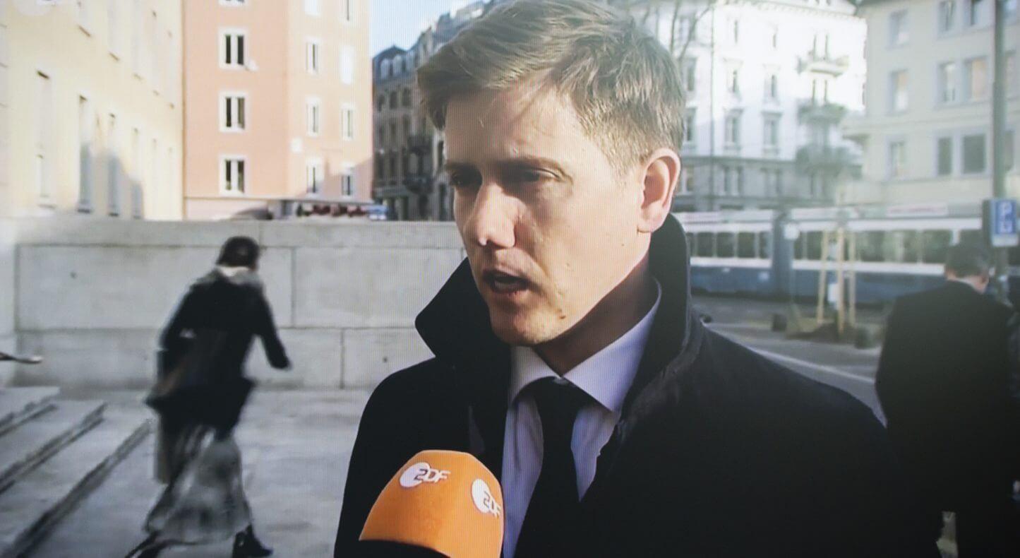 Staatsanwalt Maric Demont Frontal21 gibt am Ende des ersten Prozesstags in Zürich ein Interview. © ZDF / Frontal 21 zum TV Bericht