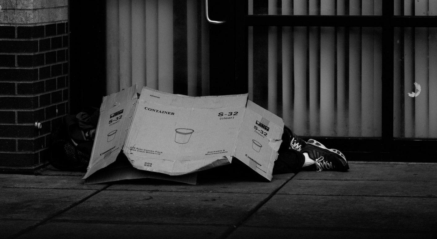 black-and-white-cardboard-city-1060365