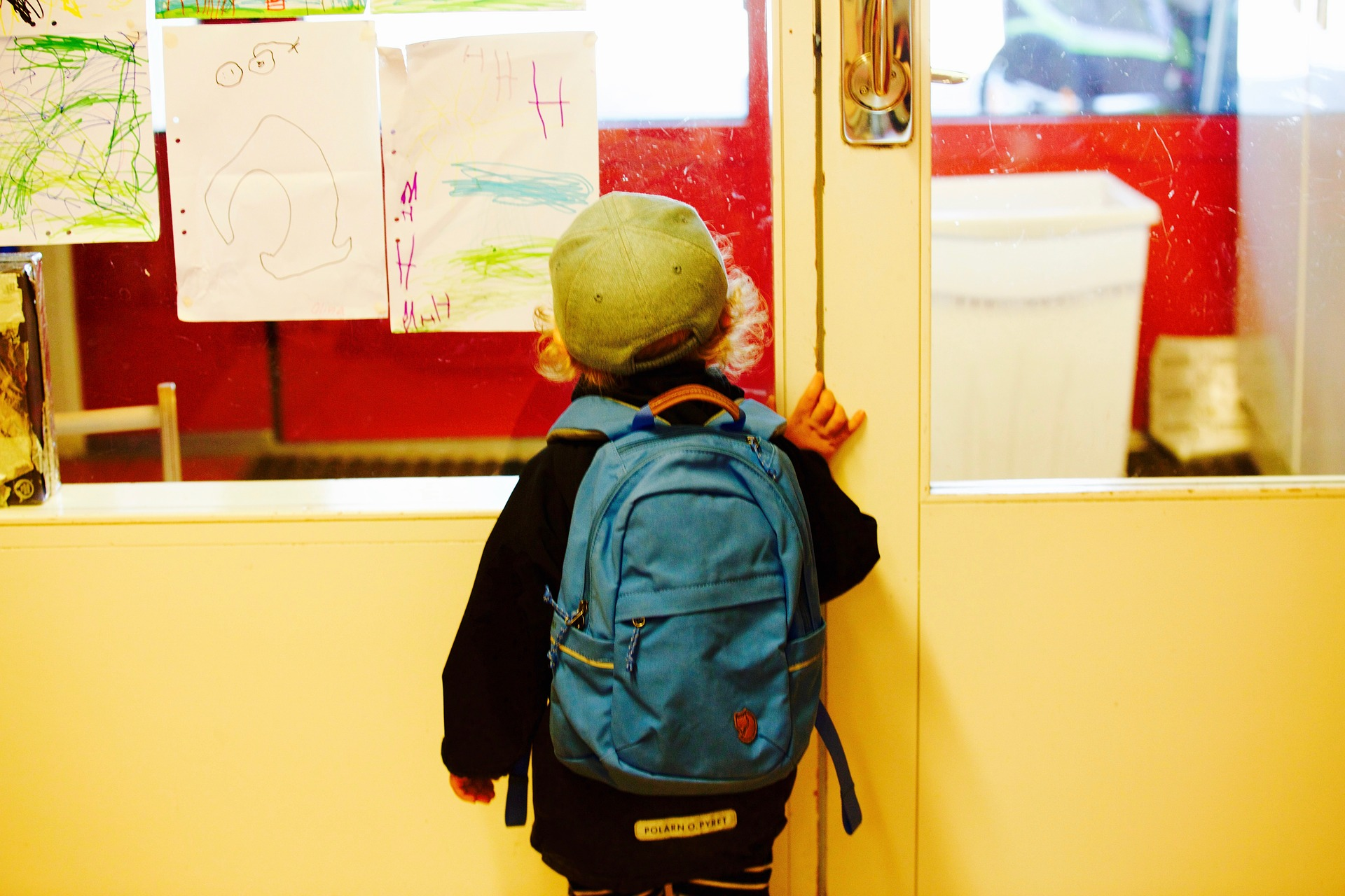 entry-to-school-2454153_1920