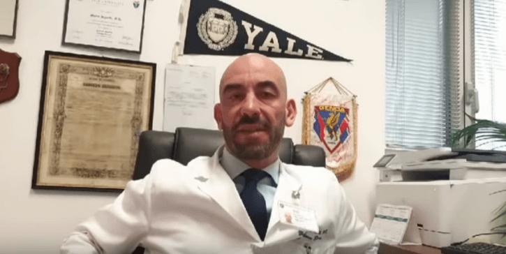 Der italienische Arzt Matteo Bassetti erklärte in einem Interview Ende Februar, dass noch niemand in Italien am Coronavirus gestorben sei. (Screenshot: CORRECTIV)
