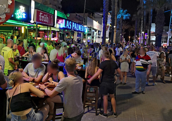 "Party an der ""Bierstraße"" auf Mallorca am 10. Juli"
