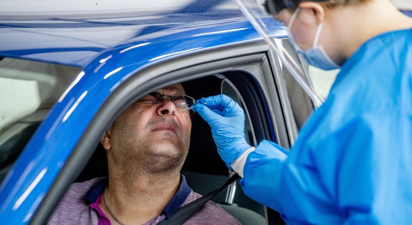 Weltweit werden PCR-Tests zum Nachweis des Coronavirus durchgeführt – Verletzungen am Schädel oder im Gehirn können dabei nicht entstehen