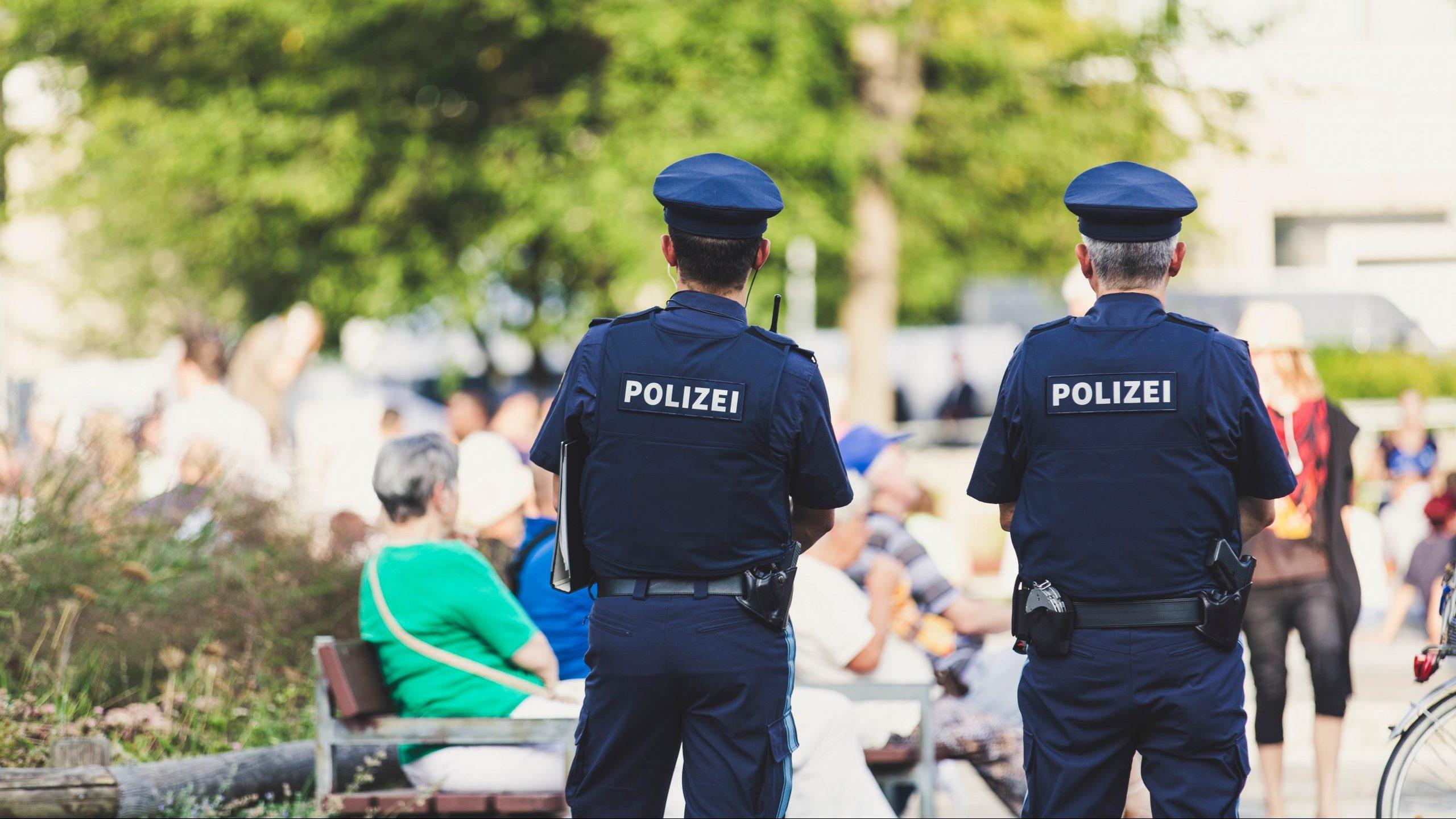 polizei frau muschi