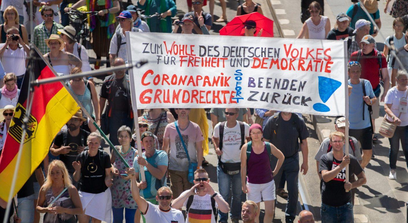 Am vergangenen Samstag fanden in Berlin Proteste gegen die Corona-Maßnahmen statt. In Sozialen Netzwerken kursieren viele falsche Behauptungen über die Anzahl der Teilnehmer.