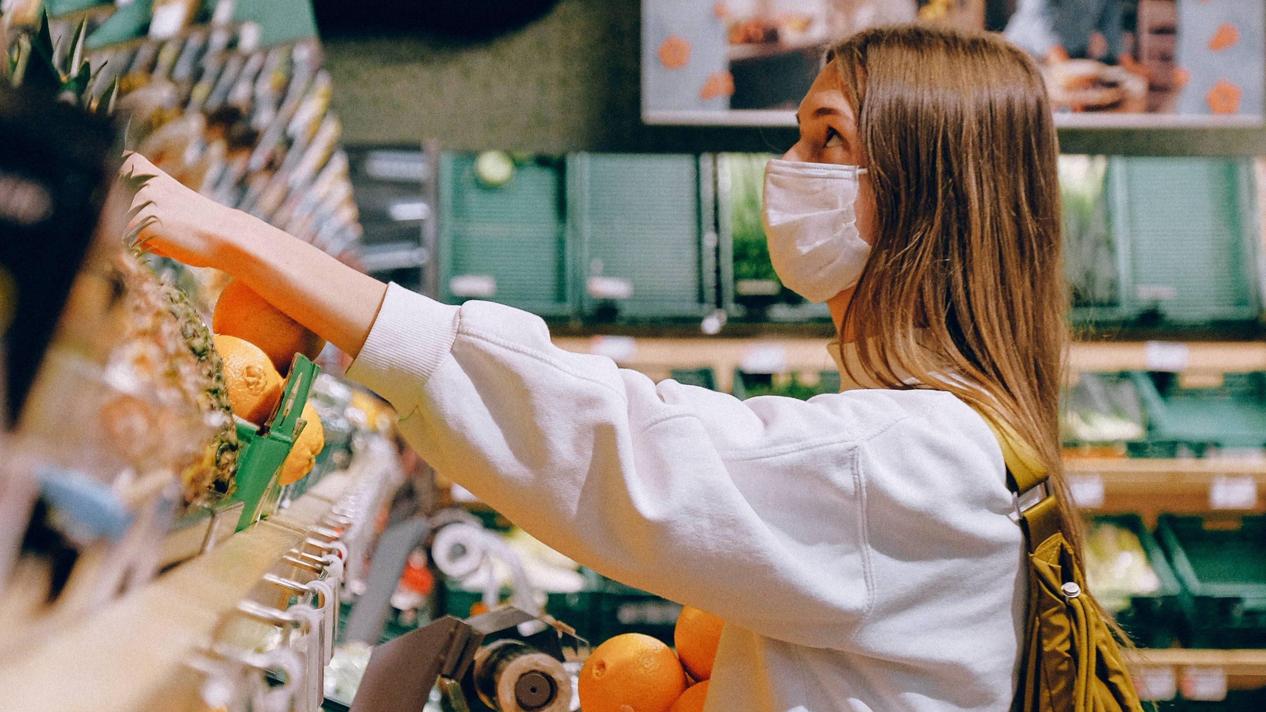 Nein, das Tragen von Alltagsmasken führt nicht zu Sauerstoffmangel im Gehirn