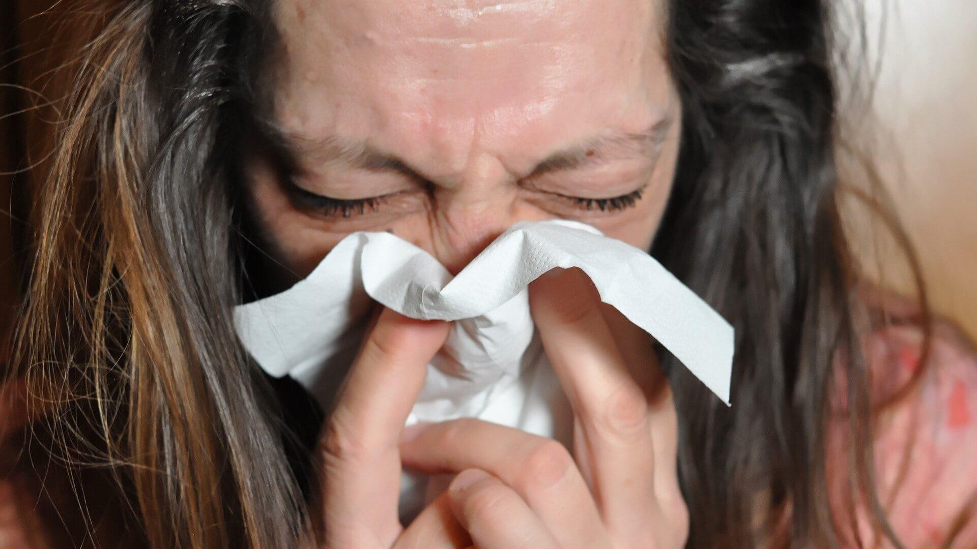 Nein, die WHO hat nicht bestätigt, dass Covid-19 weniger schlimm als eine Grippe sei
