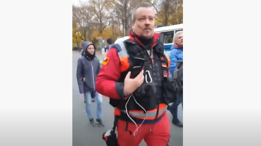 """Privater """"Demosanitäter"""" verbreitet unbelegte Aussagen über Verletzte bei Corona-Protest in Berlin"""