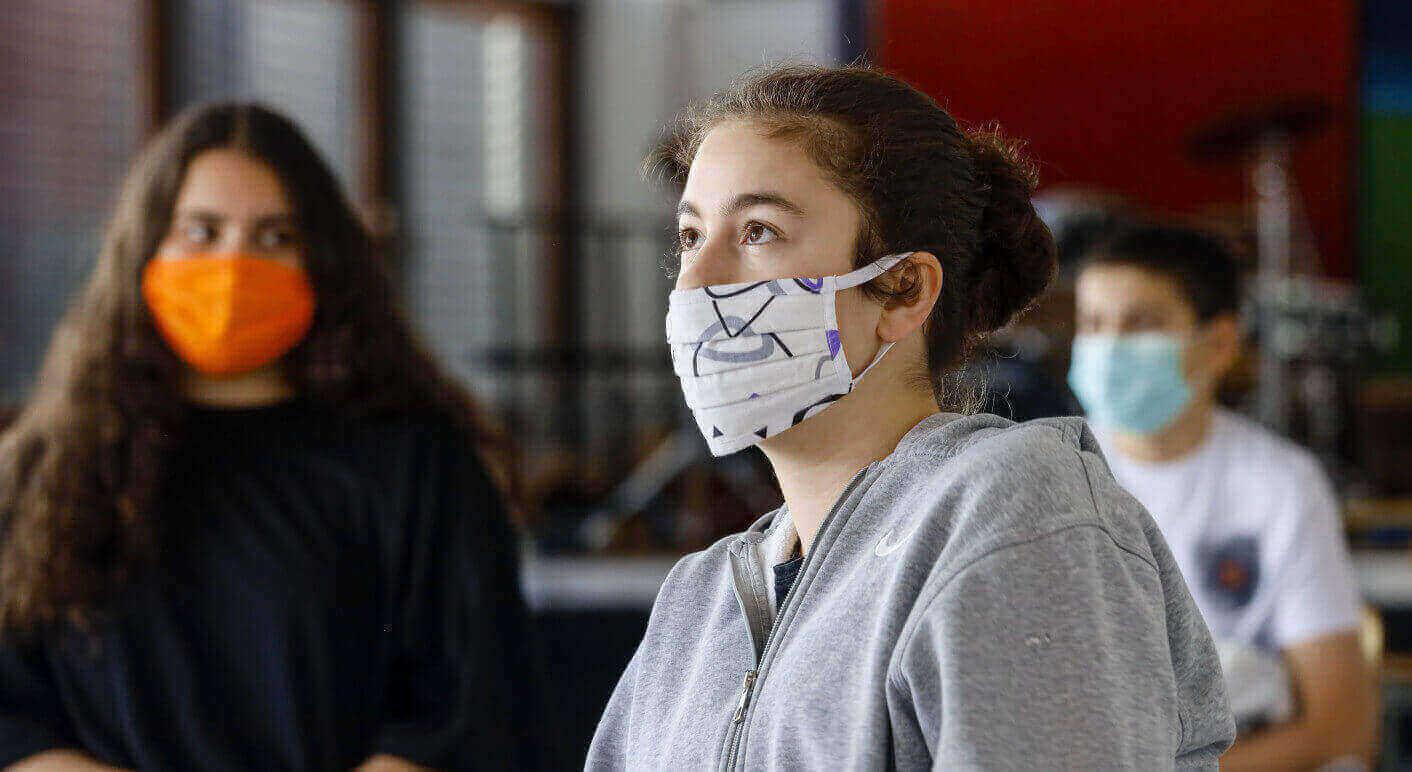 Blick in eine Schulklasse einer Realschule in NRW nach der Wiederaufnahme des Schulbetriebs in der Coronapandemie