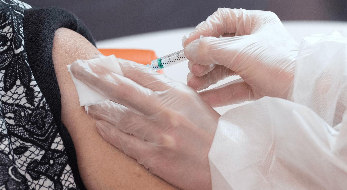 Die Diakonie betont, dass niemand, der in einem vom Wohlfahrtsverband betriebenen Pflegeheim lebt oder arbeitet zu einer Impfung verpflichtet ist