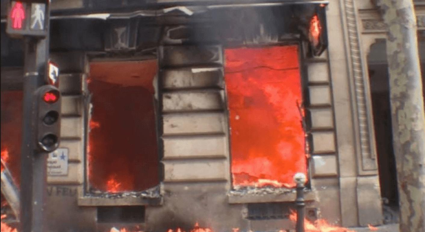Feuer in einer Bank in Paris