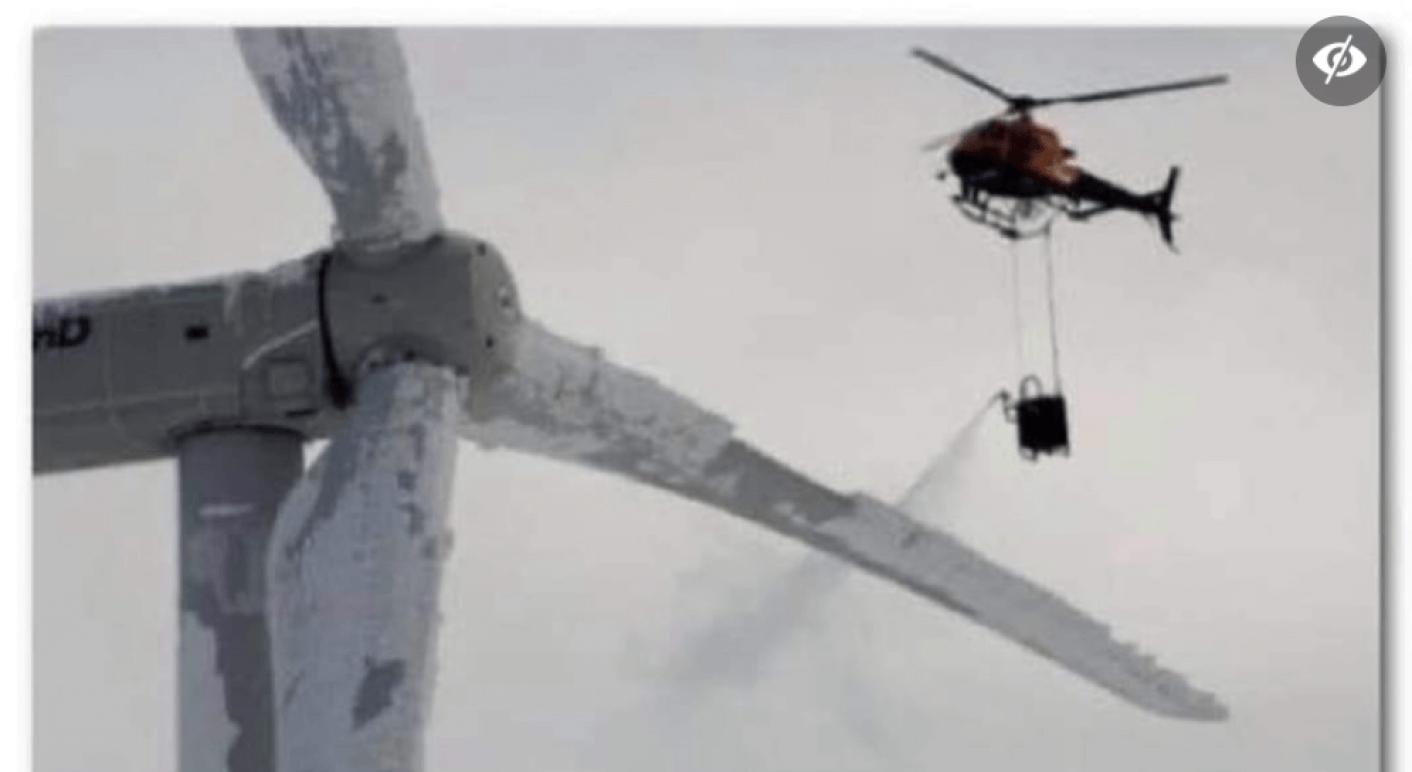 Dieses Foto wird aktuell auf Facebook verbreitet und soll zeigen, dass vereiste Windkraftanlagen mit Chemikalien von Hubschraubern enteist würden. Das stimmt nicht. (Quelle: Facebook / Screenshot: CORRECTIV.Faktencheck)
