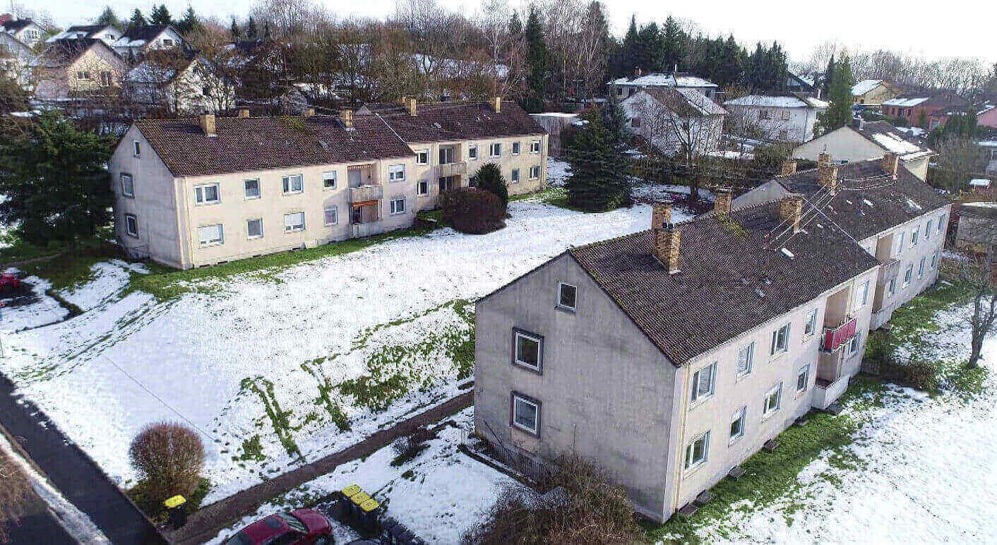"""Blick auf einen Häuserblock im saarländischen Ottweiler, der über """"Share Deals"""" verkauft wurde. Credits: SR/Tobias Seeger"""