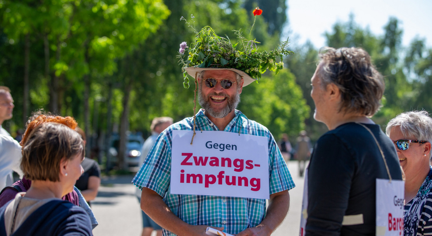 THEMENBILD, Demo gegen CoV-Maßnahmen