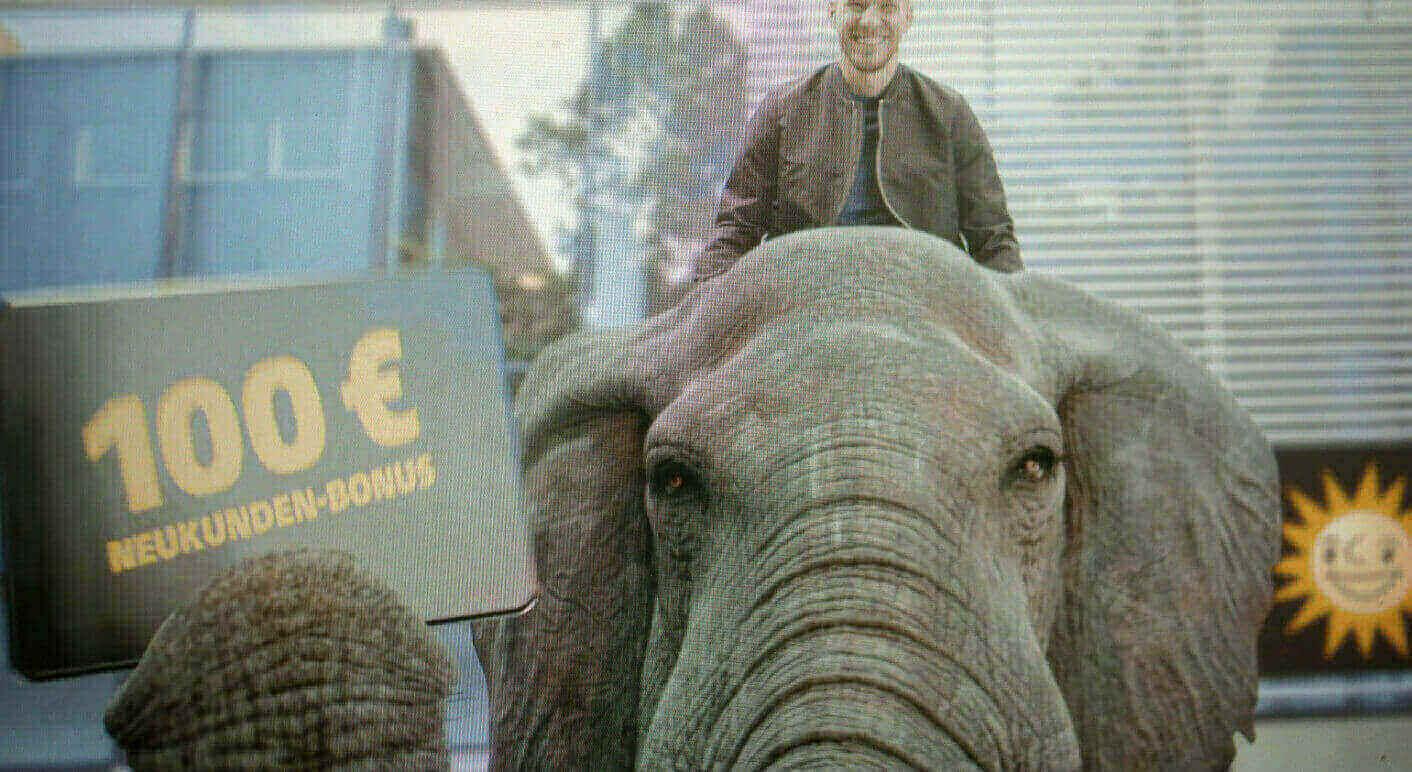 lukas_podolski_elefant
