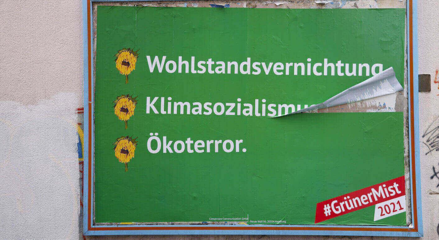 Wie hier in Aachen hängen seit dem 9. August in bundesweit rund 50 Städten Plakate einer Anti-Grünen-Kampagne. Foto: Ivo Mayr/ CORRECTIV