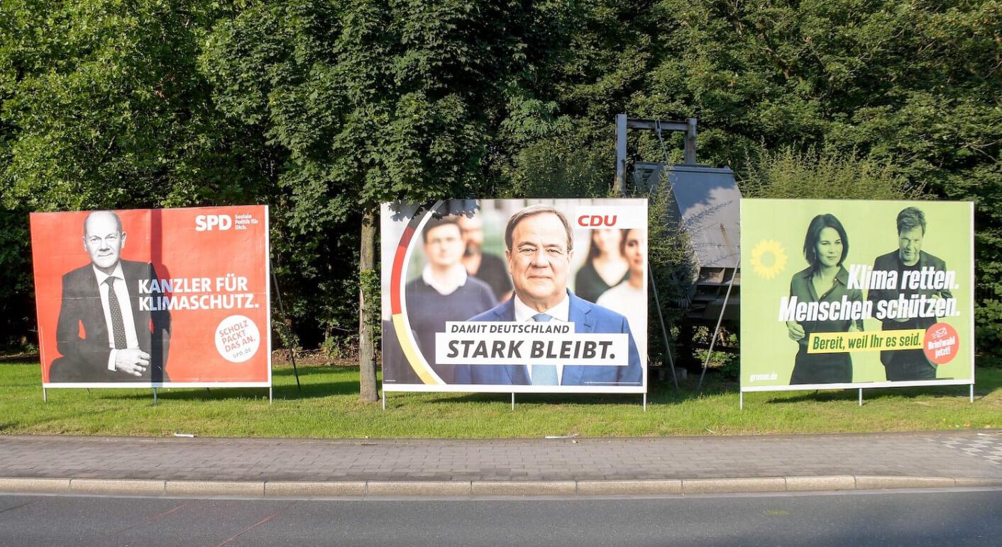 Symbolbild mit Plakaten von SPD, CDU und Grünen für die Bundestagswahl