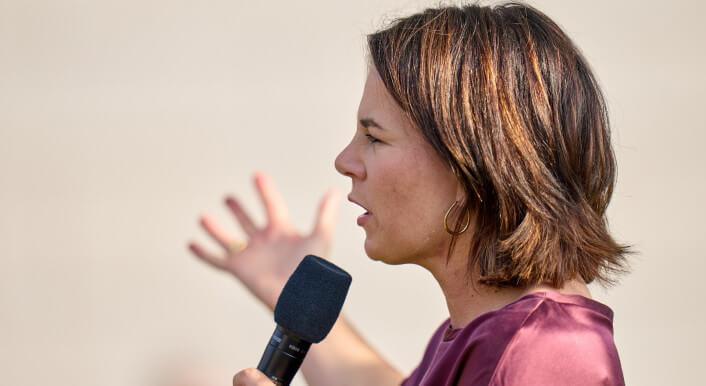In Sozialen Netzwerken kursiert erneut ein erfundenes Zitat der Grünen-Kanzlerkandidatin Annalena Baerbock