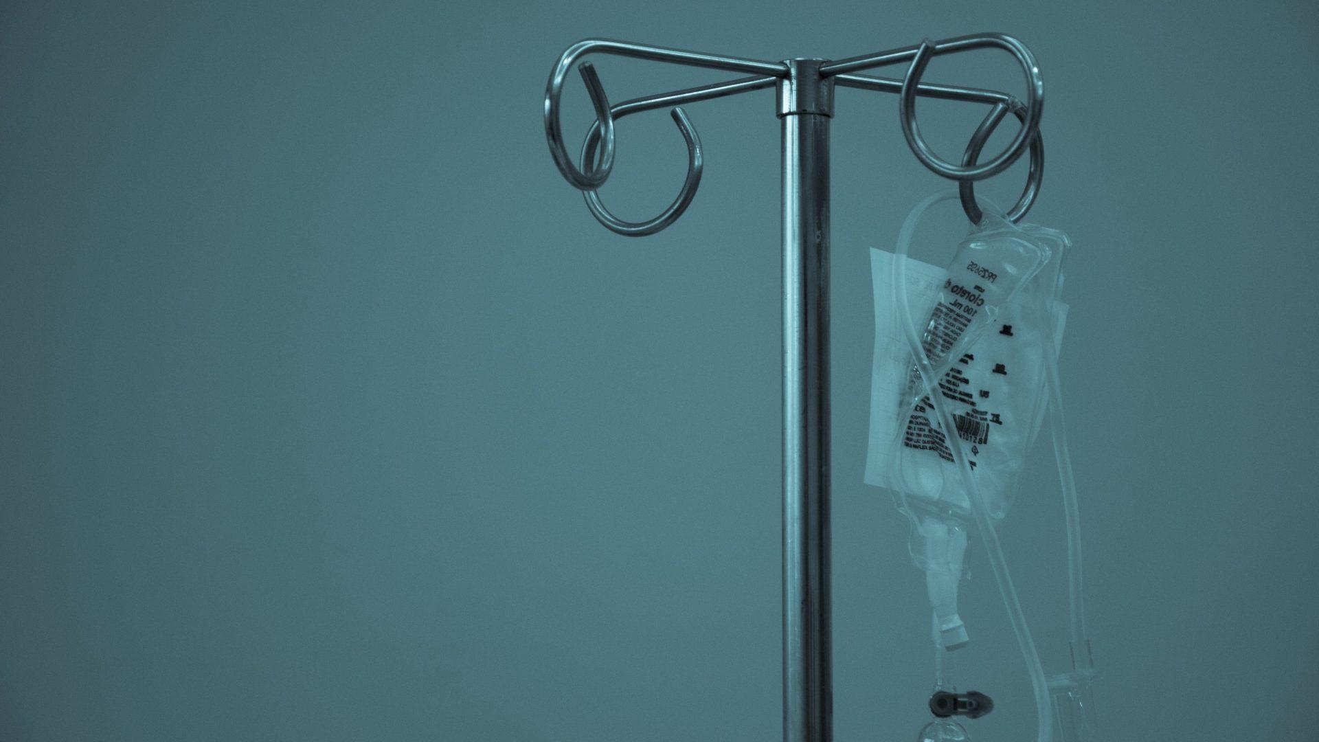 Chemotherapie ist ein beliebter Gegner von Anhängern der alternativen Medizin. (Symbolbild: Infusion)© Marcelo Leal / Unsplash