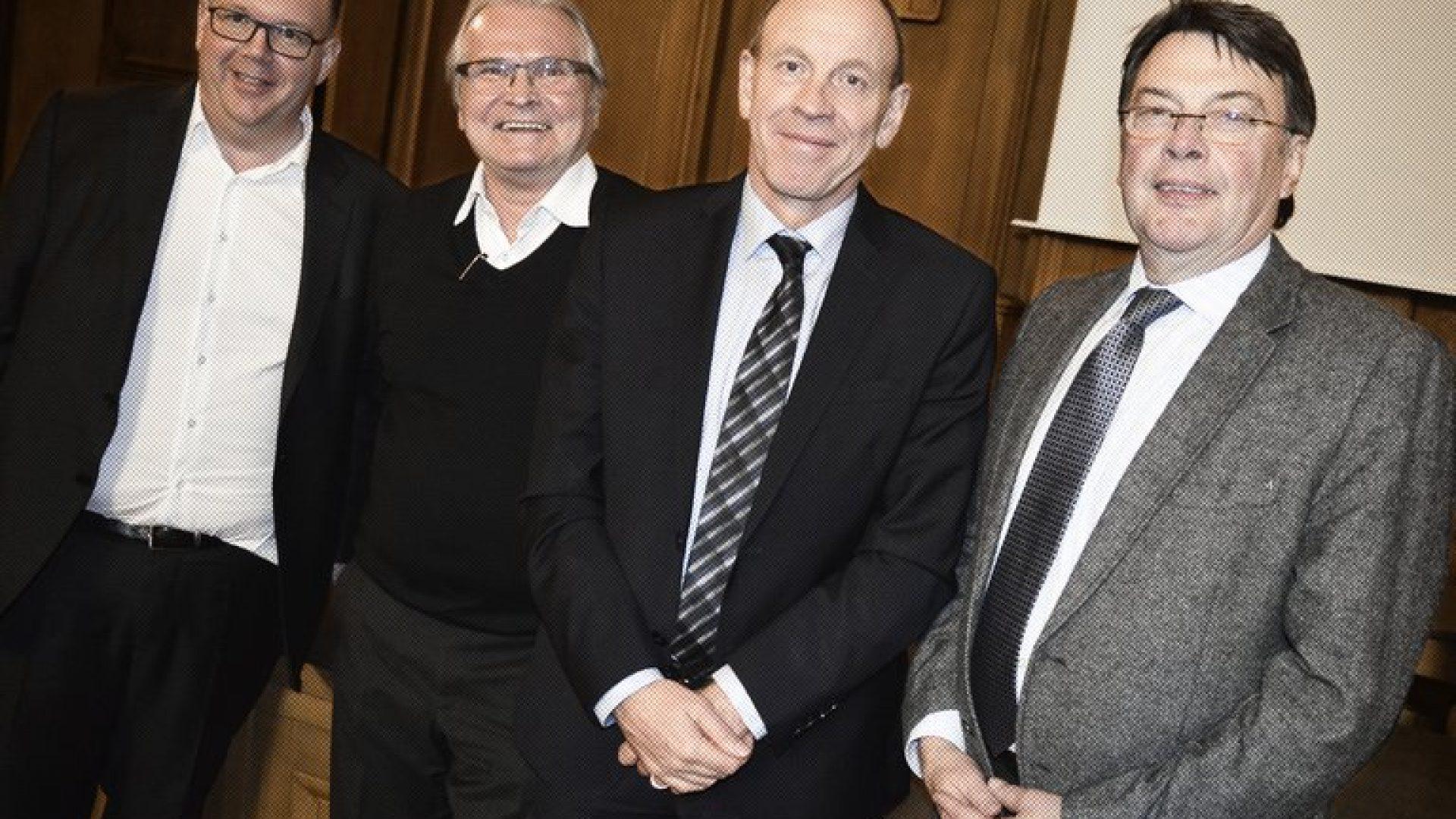 Apotheker Peter Stadtmann, Claus Schwarz (ehem. Stadtspiegel-Chef), Oberbürgermeister Bernd Tischler (SPD), CDU-Chef Hermann Hirschfelder (v.l.n.r.)  CORRECTIV