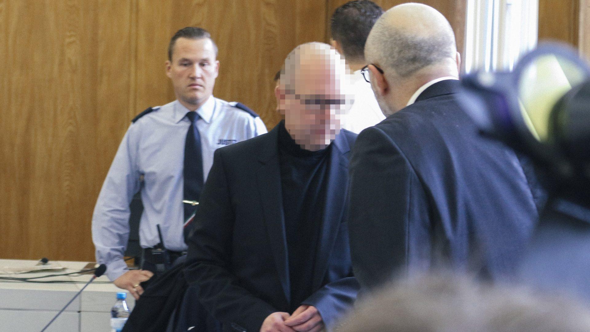 Der Apotheker Peter Stadtmann beim Prozessauftakt. Ihm wird vorgeworfen, Krebsmedikamente gepanscht zu haben.© correctiv.org